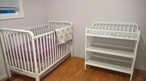 DaVinci Jenny Lind Crib/Toddler Bed and Changing Table for Sale in Bellevue, WA