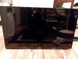SAMSUNG FLAT SCREEN-EXCELLENT CONDITION for Sale in Tumwater, WA