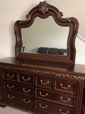 Dresser and mirror for Sale in Lexington, KY