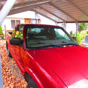 2002 GMC Sonoma SLS, red, 4.3 liter automatic, solid truck for Sale in Torrington, CT