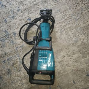 Makita 14 Amp 1-1/8 in. Hex Corded Variable Speed 35 lb. Demolition Hammer w/ Soft Start, LED for Sale in Phoenix, AZ