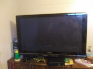Tv and wii for Sale in Fresno, CA
