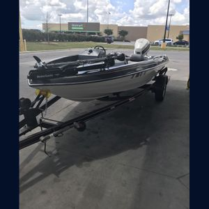1987 skeeter boat It's a Bass boat but will tow a skier or tube for Sale in Cibolo, TX