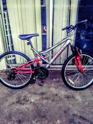 "24"" PINK HUFFY TRAIL RUNNER 18 SP for Sale in Lubbock, TX"