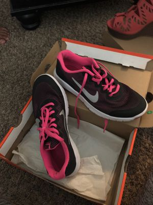 Pink and black nike shoes size 7 for Sale in Fresno, CA