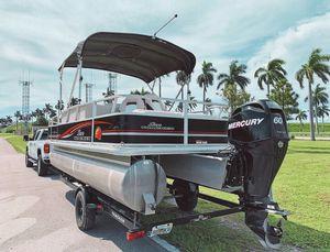 Sun Tracker Fishing Barage21 Powerd by Mercury 2004 for Sale in Beaver, WV