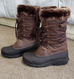 Dream Pairs Women's Snow Boots - Size 8 for Sale in Pasadena, CA