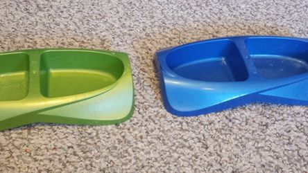 2 Animal Food And Water Dishes for Sale in Yakima,  WA