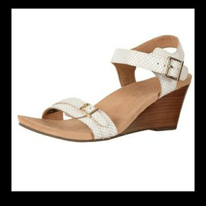 VIONIC White Snake NOBLE LAURIE Wedge Sandals for Sale in Bedford, TX