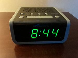 Emerson self setting alarm clock radio for Sale in Pittsburgh, PA