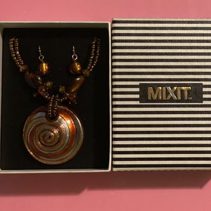 Beautiful MIXIT Earring & Necklace Set- Brown, Orange, Yellow, & Silver- OS for Sale in College Park, MD