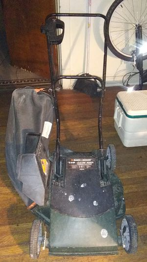 Black & Decker Electric Lawn Mower 3.5HP for Sale in Chicago, IL