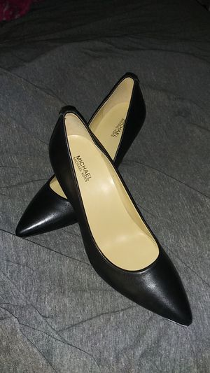 Michael kors size 7 for Sale in Irvine, CA