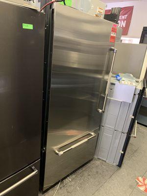 """JENN-AIR STAINLESS 36"""" BUILT IN BOTTOM FREEZER FRIDGE W/ ICE MAKER for Sale in Covina, CA"""