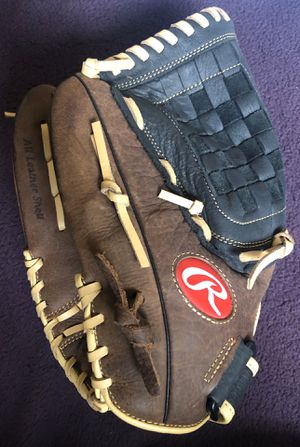 Left-Handed Throw Rawlings Baseball Glove for Sale in Hacienda Heights, CA