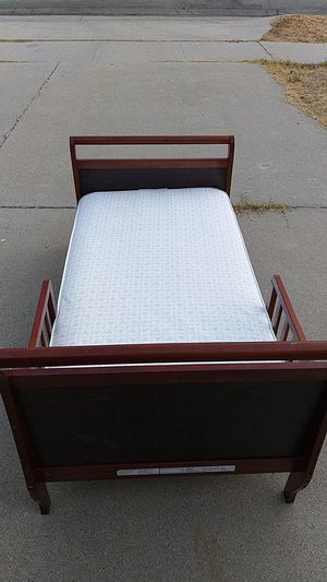 Sealy mattress infant toddler wood frame bed $50 Fontana for Sale in Fontana, CA