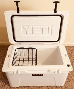 Yeti tundra 45 hard cooler for Sale in Double Springs, AL