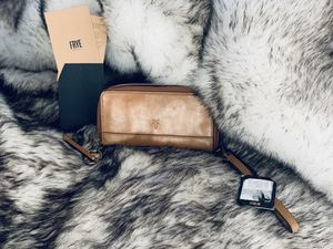 NWT Frye Wallet - ❤️❤️Valentines Day Special❤️❤️Wristlet In stunning whiskey 🥃 for Sale in Purcellville, VA