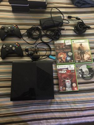 Xbox 360 w. accessories for Sale in Las Vegas, NV