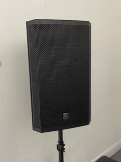 """Electro Voice ZLX15BT. 1000 Watts. 15"""" Woofer. Bluetooth Speaker. I Sell Them Brand New. Los Vendo Nuevos. for Sale in Miami,  FL"""