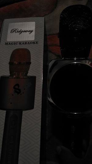 Bluetooth Magic karaoke microphone color jet black for Sale in Fresno, CA