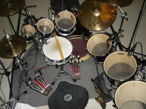 PEARL DRUM KIT. ZILDJIAN CYMBALS. DW PEDALS. LP TOYS. ROCNSOC THRONE for Sale in Tolleson, AZ