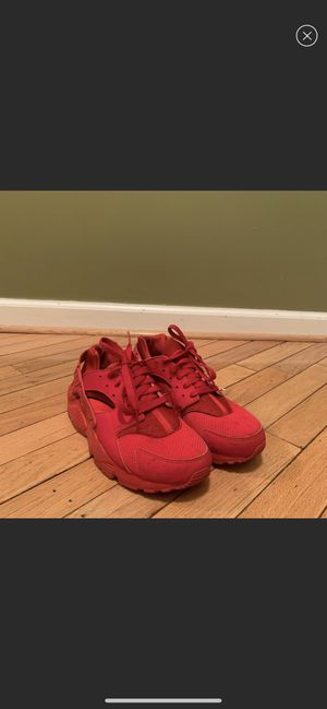 Nike red huraches for Sale in Baltimore, MD