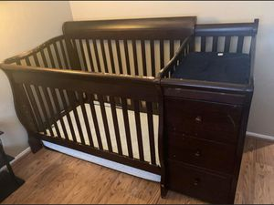 Baby crib w\ changing table for Sale in Wildomar, CA
