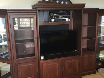 Beautiful Entertainment System for Sale in Los Angeles,  CA
