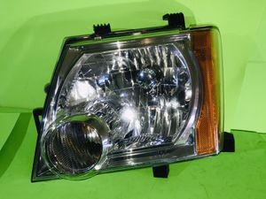 2005 - 2015 NISSAN XTERRA HALOGEN HEADLIGHT LEFT DRIVER OEM ALL TABS EXCELLENT CONDITIONS for Sale in San Marcos, CA
