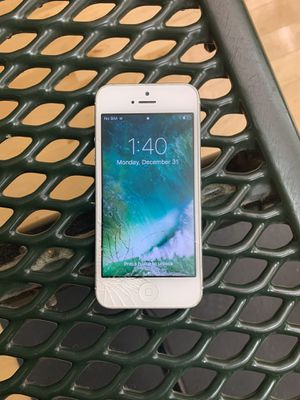 iPhone 5 32g silver for Sale in Chicago, IL