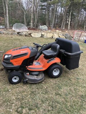 Husqvarna tractor vtwin 46 inch cut for Sale in Mendon, MA