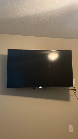 50 in. TCL Rocku TV and wall mount for Sale in Albuquerque, NM