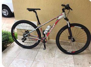 2012 Giant Talon Bike. for Sale in Hialeah, FL