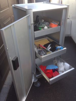 Professional rolling aluminum cabinet H52xW27xD27 for Sale in Sun Lakes, AZ