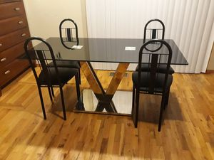 VERY NICE TABLE WITH FOUR CHAIRS FOR SALE for Sale in Bellevue, WA