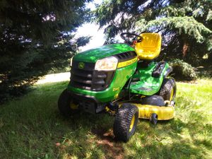 2011 John Deere riding lawn mower d140 for Sale in Battle Ground, WA