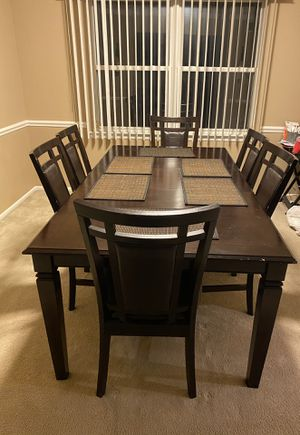 Dining room table with 6 chairs for Sale in Howell Township, NJ