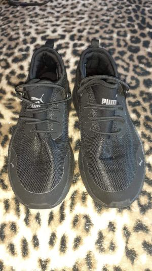 Tenis y ropa poco uso for Sale in Fountain Valley, CA