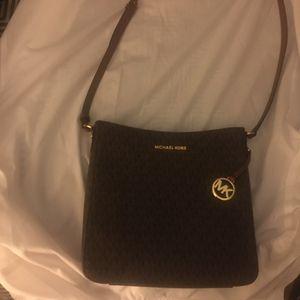 Michael Kors Lg Messenger bag for Sale in Lake Elsinore, CA
