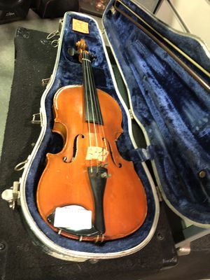 Violin w/ Case for Sale in New Britain, CT