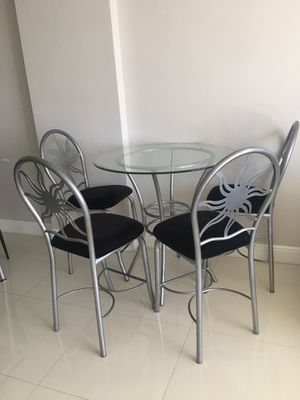 High circular dining room/breakfast table with 4 high chairs for Sale in North Miami Beach, FL
