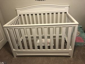 Like New Toddler Crib w/mattress and bed set for Sale in Monroe, WA