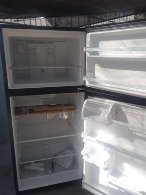 Whirlpool refrigerator for Sale in Long Beach, CA