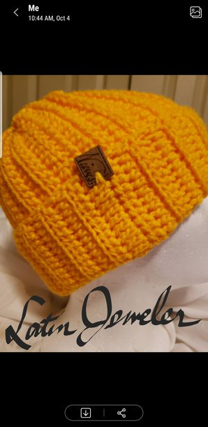 Yellowish ski hat for Sale in Buffalo, NY