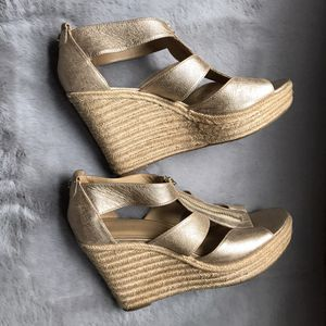Michael Kors gold shoes 9.5M for Sale in Kansas City, KS