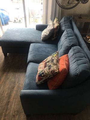 L shaped sofa pillows included for Sale in Nashville, TN