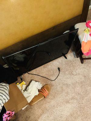 32 inch smart tv Polaroid for Sale in Norfolk, VA