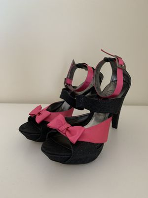 High heel pumps fuchsia pink black bow detail 8.5 for Sale in Herndon, VA