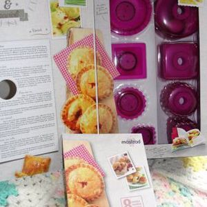 Mastrad .. Mini Pies and Ravioli Kit .. Purple with Recipes .. NEW. Ravioli and Pastry Bites/Mini Pie Kit by Mastrad Everything you need to create rav for Sale in Bristol, PA